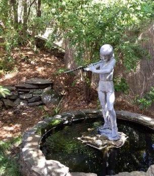 Master Gardeners tour garden