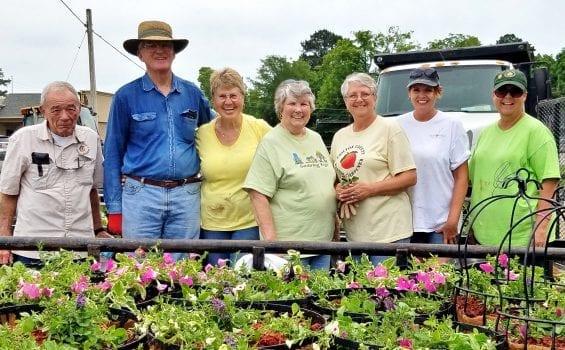 Master Gardeners plant Jemison baskets