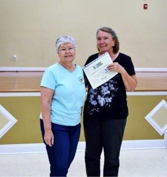 Master Gardener receives certificate