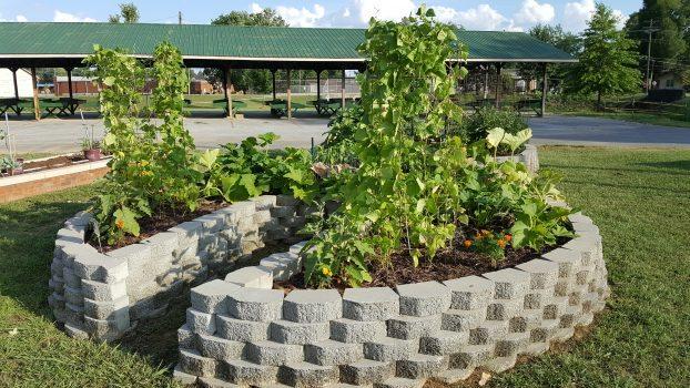 keyhole vegetable garden at athens farmers market